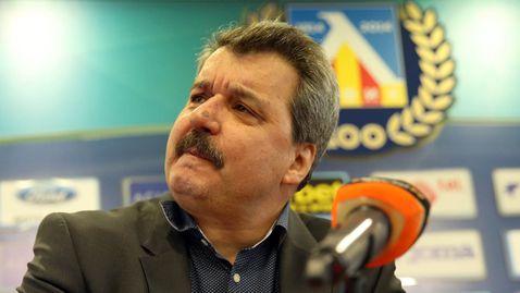 Батков за Мъри: Възмутен съм! Да не ходи по кафенета, а да се върне в Левски