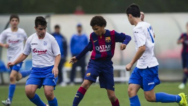 ФИФА пак наказа юноши на Барса