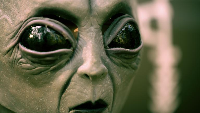 Бейл вярва в извънземните: Те са там, съществуват