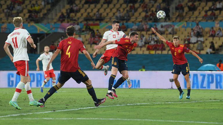 Левандовски и пропусната дузпа не позволиха на Испания да победи въпреки помощта на ВАР