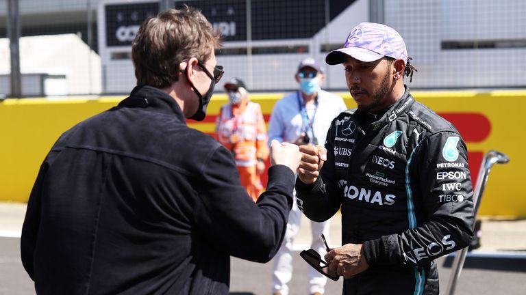 Мерцедес, Формула 1 и ФИА осъдиха онлайн расистките обиди срещу Люис Хамилтън