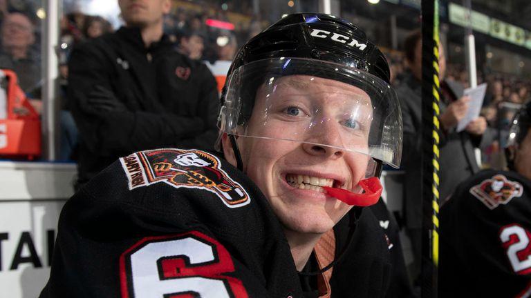 19-годишен е първият хокеист в НХЛ, който открито призна хомосексуалната си ориентация