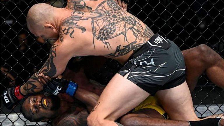 Антъни Смит продължи с победите в UFC