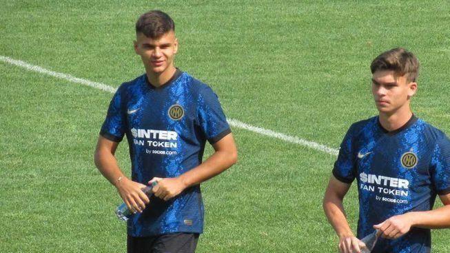 Никола Илиев бележи за Интер при успех над Болоня