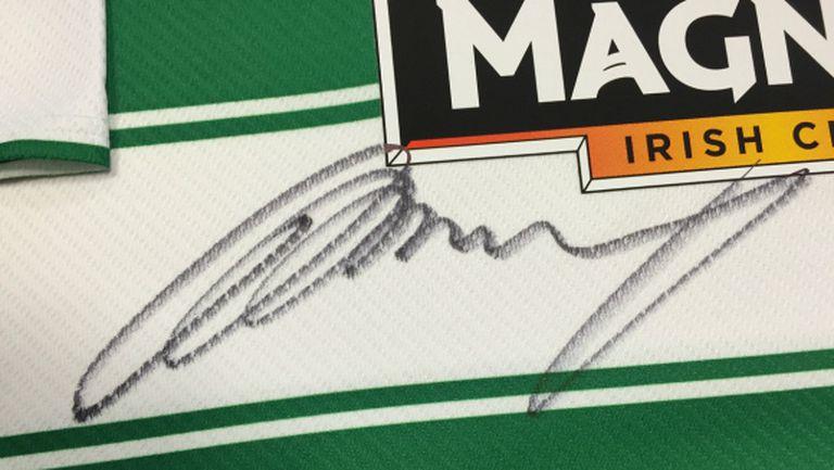 Фланелка с автограф на Мъри бе продадена за 7000 паунда