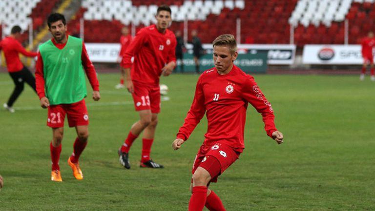Янев връща двама основни футболисти сред титулярите за Нефтохимик