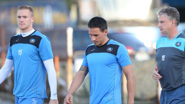 Левски тренира без Миланов и Бедоя