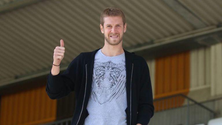 Бивш играч на Челси подсили новак в Германия