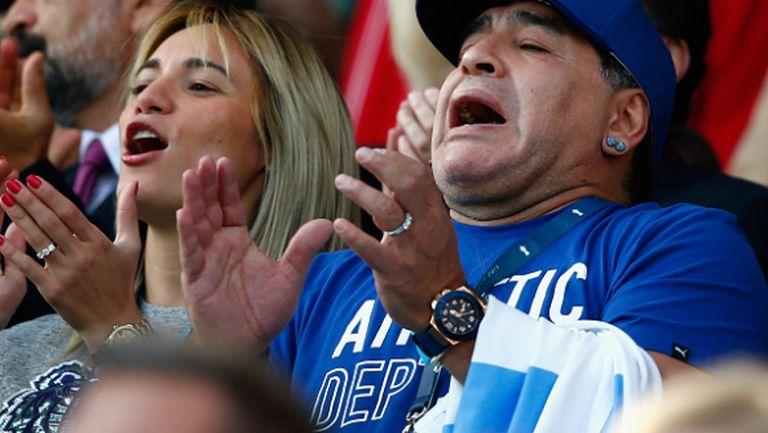 Марадона щурее на ръгби мач... а после и в съблекалнята (видео + галерия)