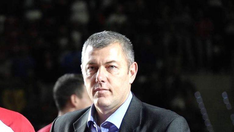Димо Тонев: Да не живеем със загубите, волейболът запали младите