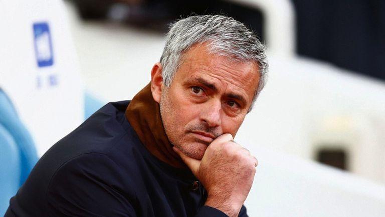 Уволняват Моу при загуба от Ливърпул, Анчелоти и Хидинк са потенциалните му наследници