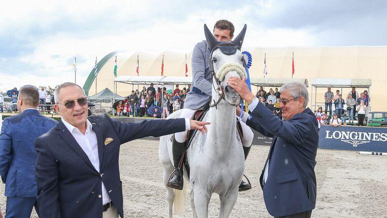 Министър Кузманов награди победителите в Купата на нациите по конен спорт