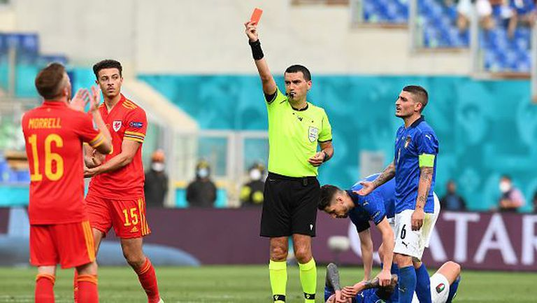 Заради брутален фаул Ампаду видя червения цвят на картона на мача в Рим