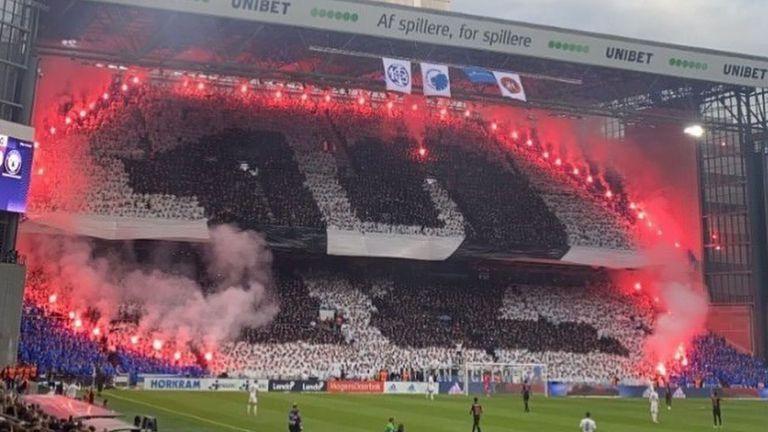 Феновете на ФК Копенхаген с надъхваща хореография преди дербито с Мидтиланд