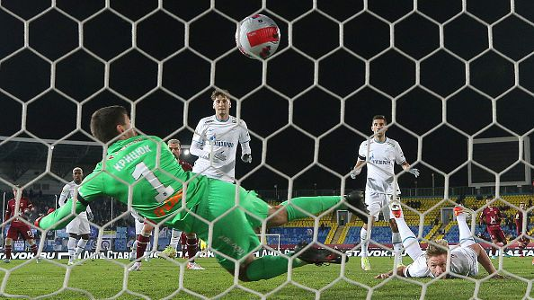 Зенит победи с 3:1 като гпст Рубин и се откъсна на върха в класирането на руската Премиер лига