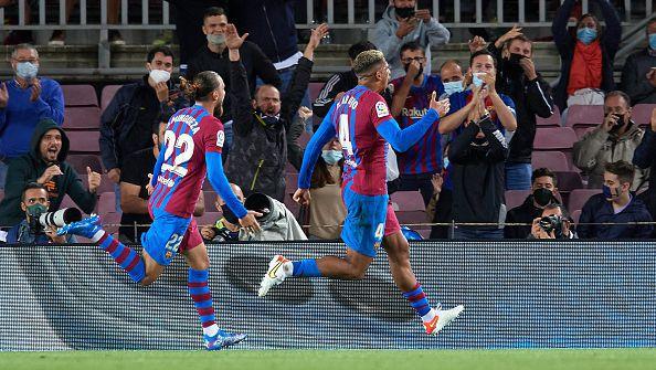 Барселона се измъкна от конфузна домакинска загуба от Гранада с гол в края
