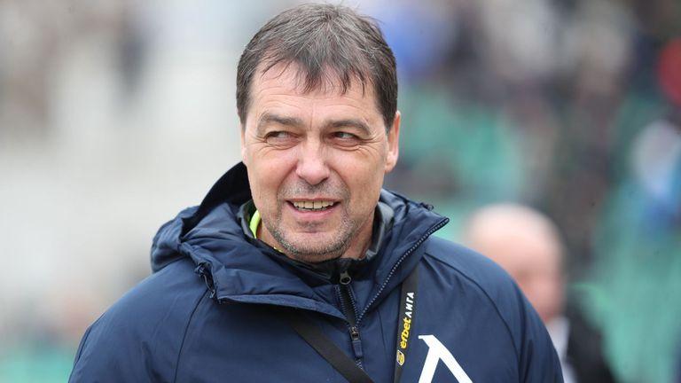 Левски виси с -11 точки заради Хубчев