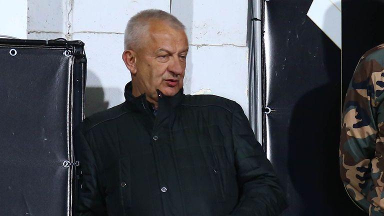 Крушарски подкара съдията в типичния си стил
