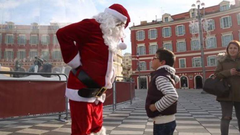 Бен Арфа стана Дядо Коледа (видео)