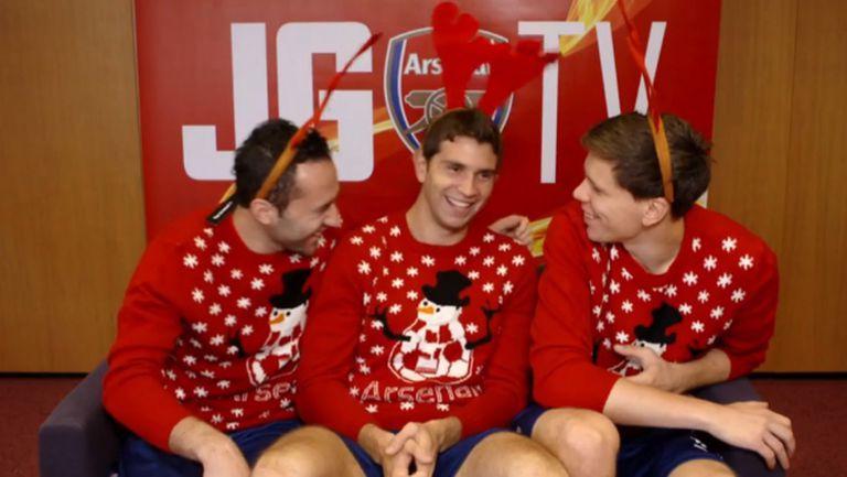 Коледно настроение превзе играчите на Арсенал по време на снимките на коледния клип на отбора