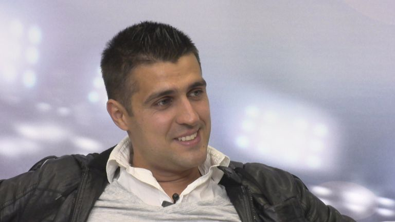 Това е Петьо Петров - треньор в школата на Реал Мадрид в Кувейт