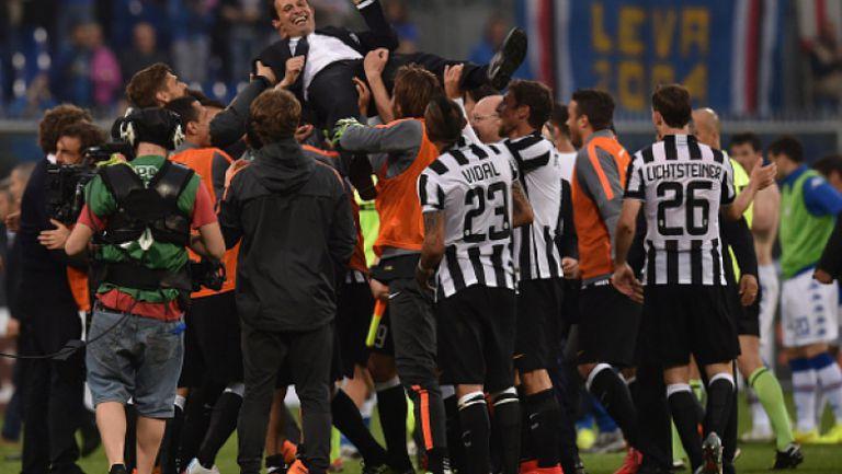 Радостта на играчите на Ювентус в съблекалнята след спечелването на скудетото