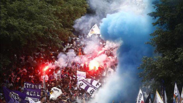 Факли и хиляди фенове посрещнаха автобуса на Реал преди сблъсъка с Юве