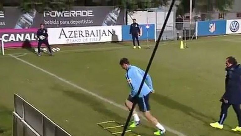 Вижте кадри от първата тренировка на Торес в Мадрид (видео)