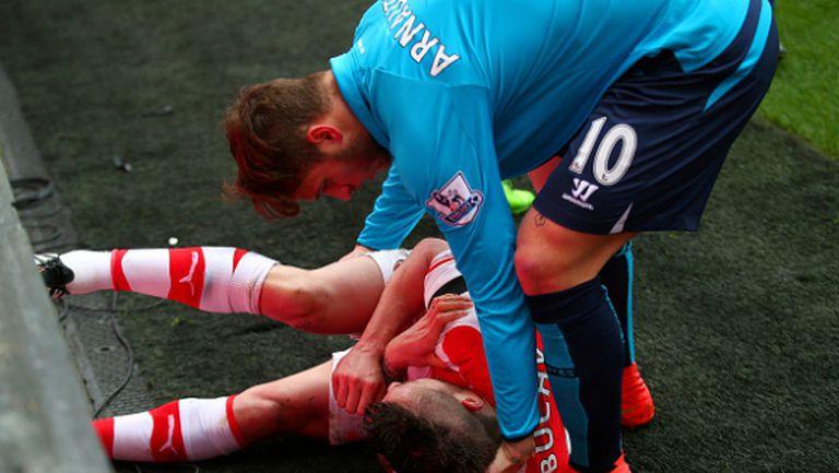 Защитник на Арсенал се контузи