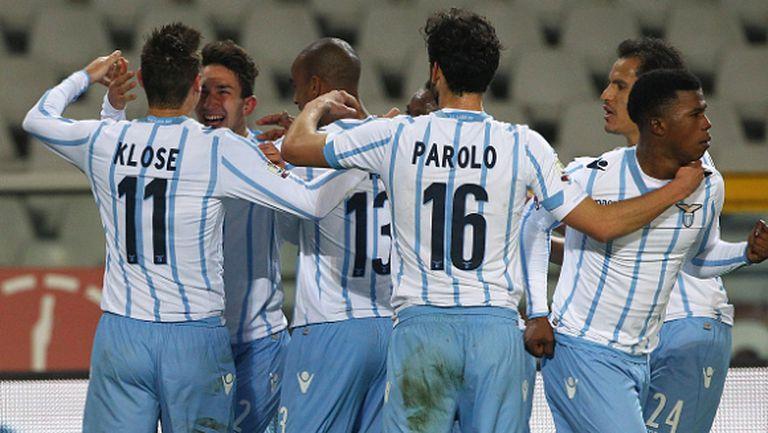 Лацио отвя Торино по пътя към сблъсъка с Милан (видео)