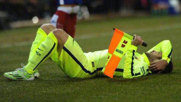 Съдия нокаутира играч на Барселона (видео)