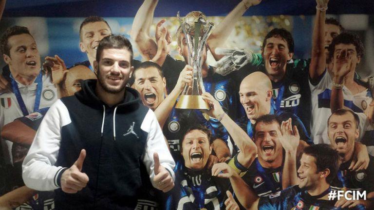 Официално: Давиде Сантон се завърна в Интер, Самп взе Бонацоли
