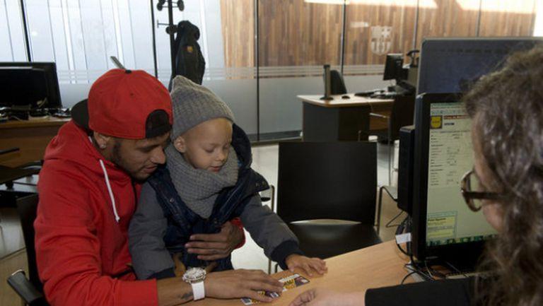 Неймар и неговият син вече са членове на Барса
