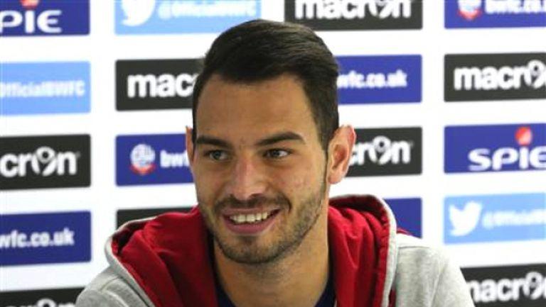 Симеон Славчев дебютира за Болтън при тежко поражение в Чемпиъншип