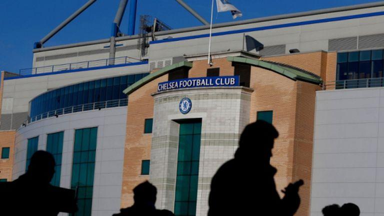 Още двама фена на Челси със забрани заради инцидента в Париж