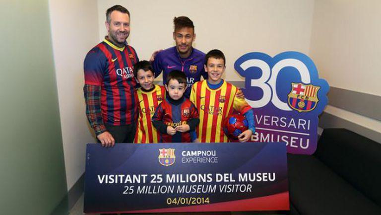 Неймар зарадва юбилейни посетители в музея на Барса