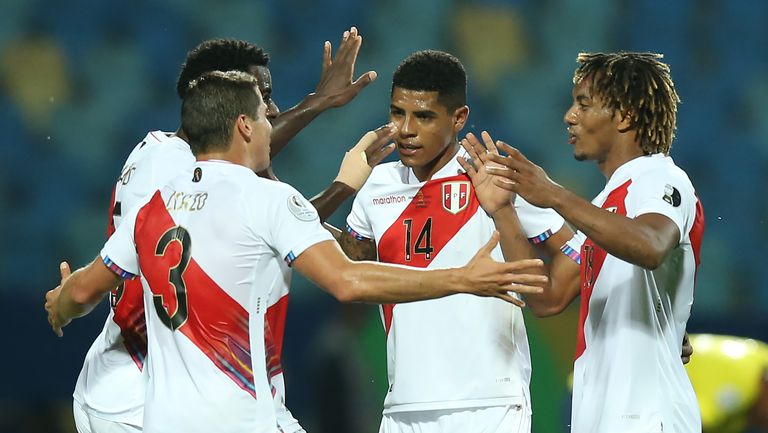 Автогол донесе първа победа на Перу