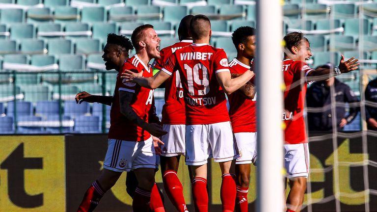 """""""Червените"""" чакат новите екипи с лъва"""