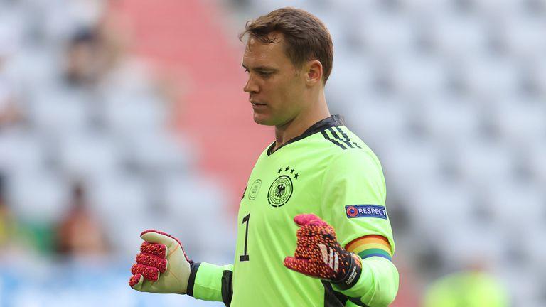 УЕФА разрешила на Нойер да носи лента с цветовете на дъгата