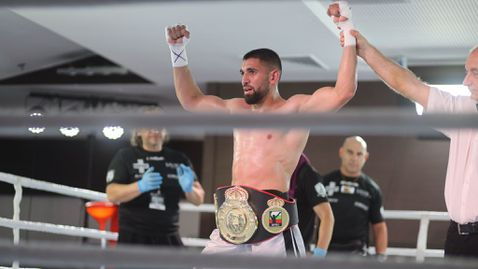 Йосиф Панов спечели шампионския пояс на България в страховита битка с Ангел Емилов