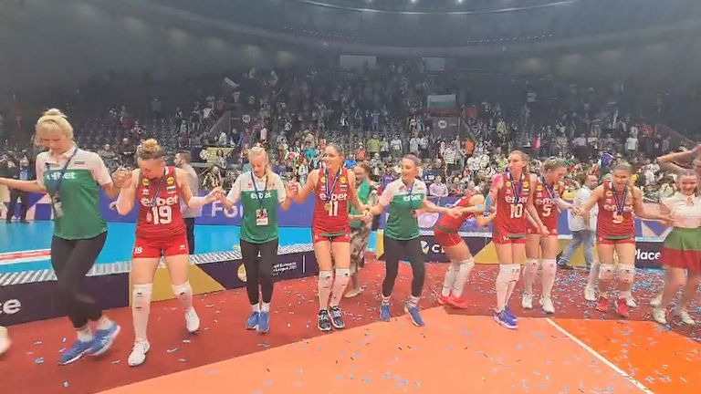 """Националките по волейбол танцуваха на """"Бяла роза"""" след спечелването на Златната лига"""