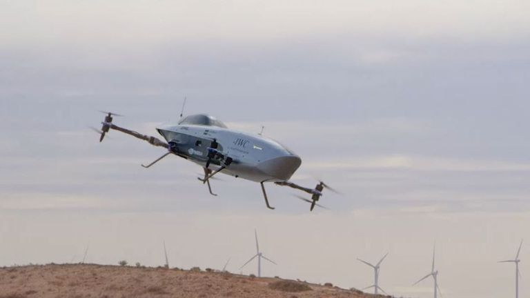 Представиха първия състезателен летящ електромобил