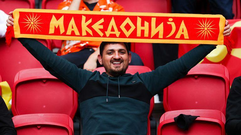 """Лудост от  феновете на Северна Македония и нежна подкрепа за Нидерландия на """"Йохан Кройф Арена"""""""