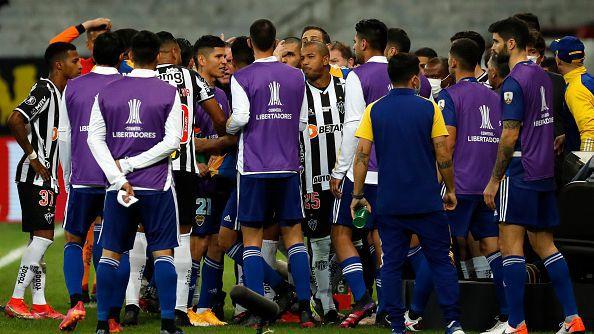 Грандиозни размирици след поредната драма в Южна Америка - футболисти на Бока Хуниорс са в полицията