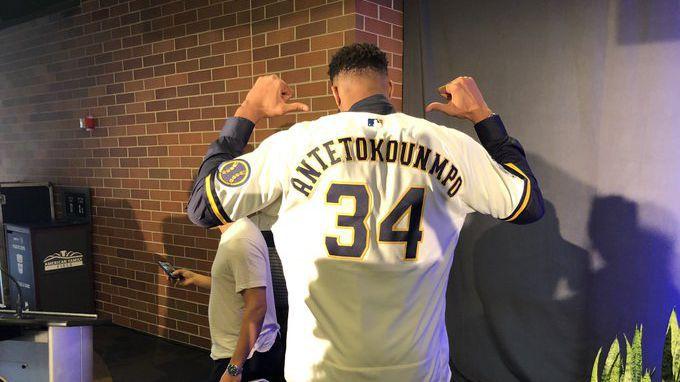 Янис Адетокумбо вече е миноритарен собственик на бейзболния  Милуоки Брюърс