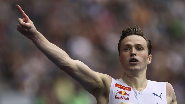 Вархолм изравни върховото постижение в света на 300 м/пр в последното си състезание за сезона