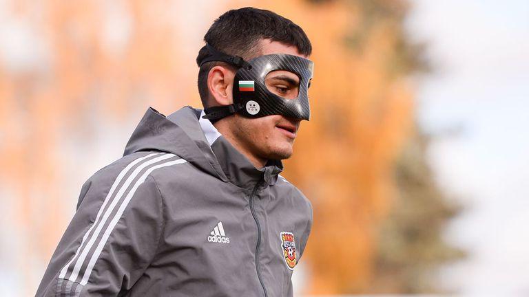Георги Костадинов поднови тренировки с Арсенал (Тула) с маска с българския трибагреник