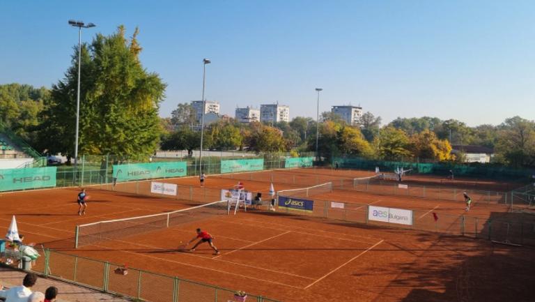 Първите два поставени се класираха за финала при мъжете на ДП по тенис
