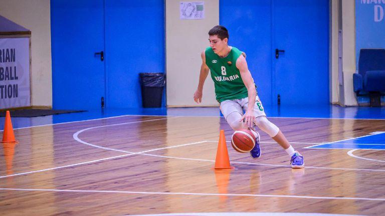 България се класира за четвъртфиналите на Световното по умения
