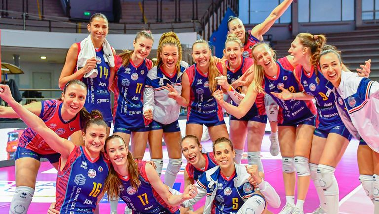 Елица Василева и Скандичи започнаха с категоричен успех в плейофите